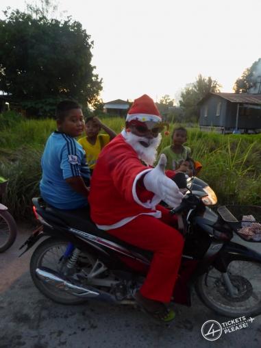 Le père Noël en scooter !