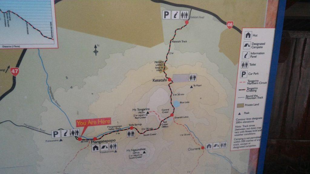 La carte du Tongariro National Park. En violet : le Tongariro Alpine Crossing que nous empruntons jusqu'au Blue Lake. (cliquer pour agrandir)